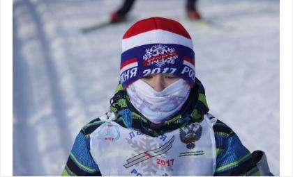Юный участник лыжных гонок