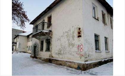 Ветхий дом на ул. Попова, 18 в Бердске должен быть расселен не позднее 2-го квартала 2017 года