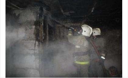 Пожарные эвакуировали людей с помощью спецсредств