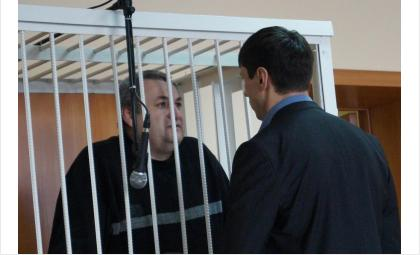 Экс-прокурор Искитима Геннадий Ситников (за решеткой)