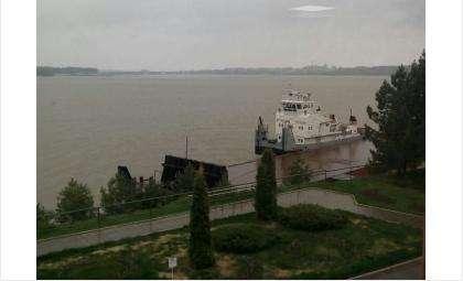 Сорвалась с буев баржа и разрушила пирс центра «Ортос» в Бердске