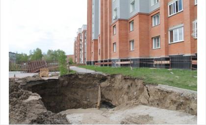 На ул. Рогачева в Бердске разрушился канализационный коллектор