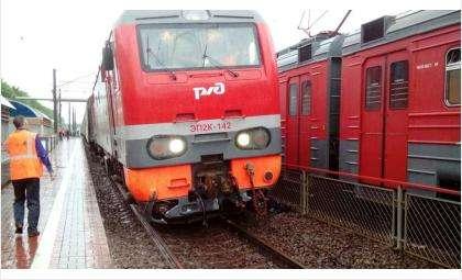 На «Речном вокзале» в Новосибирске с рельсов сошел локомотив пассажирского поезда