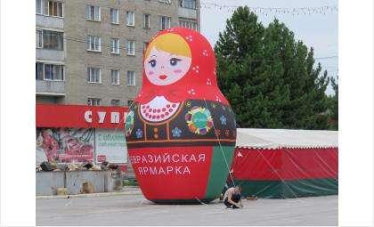 Чем больше дырок на асфальте на площади в Бердске, тем лучше?