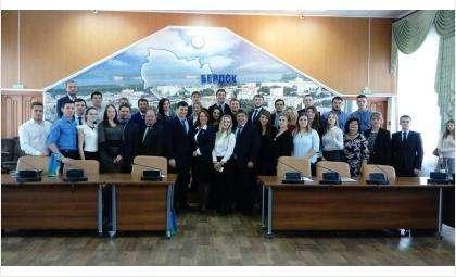 На сессии присутствовал мэр Бердска Евгений Шестернин и председатель Совета депутатов города Бердска Валерий Бадьин