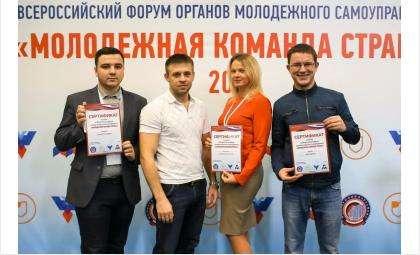 Юрий Арестов из Бердска (на фото справа)