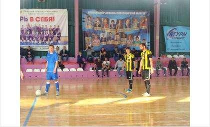 В мини-футбол играют в спортзале ФОК «Вега» на ул.Линейная,3