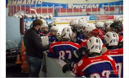 Тренер Артем Козельский и команда ХК «Кристалл»