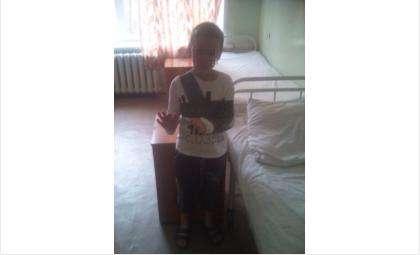 8-летний мальчик упал с детского турника-лесенки во дворе дома по адресу: ул. Боровая, 94