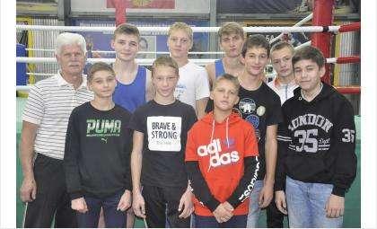 Подготовили спортсменов тренеры Евгений Рользин, Сергей Пушкарев и Николай Буров
