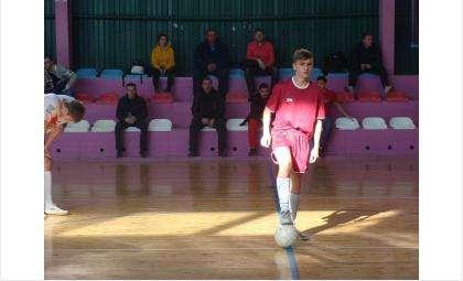 Каждое воскресенье в Бердске проходит шесть матчей по мини-футболу