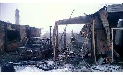 На ул. Льва Толстого сгорели два автомобиля и два дома
