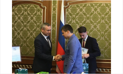 Врио губернатора Андрей Травников поздравил школьника из Бердска Данилу Лунева