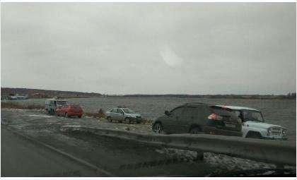 В озеро в Линёво упал внедорожник. Погибла женщина