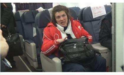 Неадекватную пассажирку сняли с самолета в аэропорту «Толмачёво»