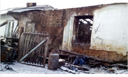 В доме задохнулись при пожаре пятеро малолетних детей