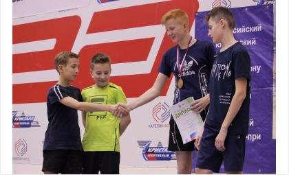 Награды всероссийского турнира получили бадминтонисты из Бердска