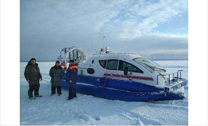 В морозы рыбакам потребовалась помощь спасателей