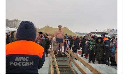Сотрудники МЧС всегда дежурят у купели в день Крещения в Бердске