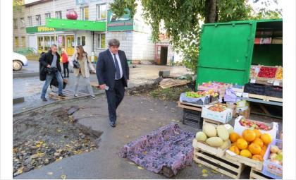 Лотки и коробки с фруктами и овощами больше не могут перегораживать тротуары в Бердске