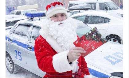 Дед Мороз и Снегурочка провели в Бердске новогоднюю акцию