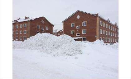 В Раздольном кучами снега перекрыли обзор проезжей части