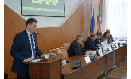 Начальник УЖКХ Владимир Захаров предложил депутатам поощрить сотрудников отрасли