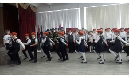 Юные кадеты МЧС соревновались на конкурсе строя и песни в Бердске