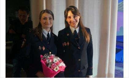 Милые женщины-сотрудники и женщины-ветераны органов внутренних дел!