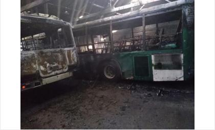 Сразу два автобуса сгорели в ПАТП Бердска