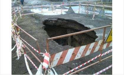 Провал коллектора на ул. Ушакова-Пушкина в Бердске