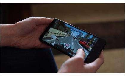 Продажи безрамочных смартфонов стремительно растут