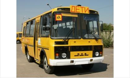 На автобусе должен быть включен проблесковый маячок желтого или оранжевого цвета