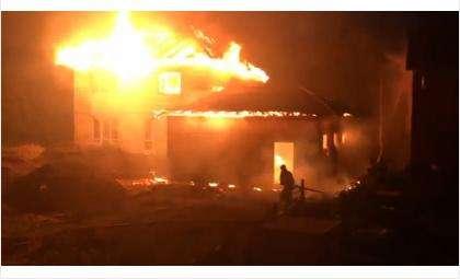 В пос. Боровой в Бердске ночью сгорел дом
