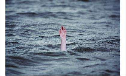 Дети купались в неположенном месте