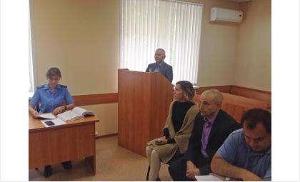 Александр Тужик (за трибуной) дает свидетельские показания в суде