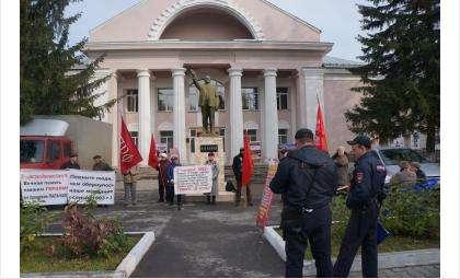 Все акции членов КПРФ в Бердске всегда проводятся у памятника Ленину возле ГДК