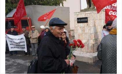 Члены КПРФ Бердска все пикеты проводят исключительно у памятника Ленину