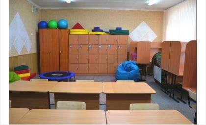 Класс для детей с аутизмом поделен на зоны для учебы и отдыха