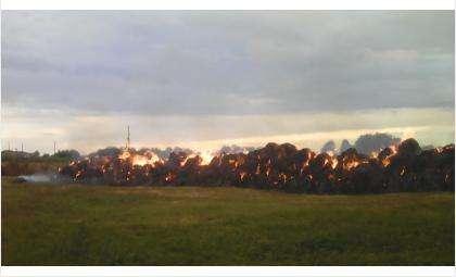 Сгорел 551 тюк сена – всего 275 тонн на площади 500 кв. метров