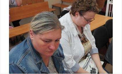 Анна Телешова (на фото - слева) и Ольга Гришина (на фото - справа) три года похищали деньги ПФР
