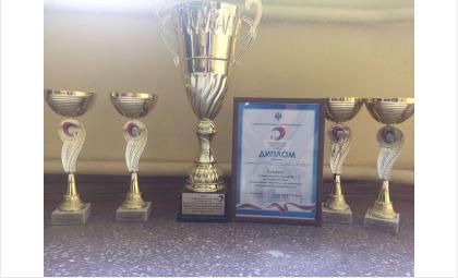 Кубки и диплом за победу в состязаниях