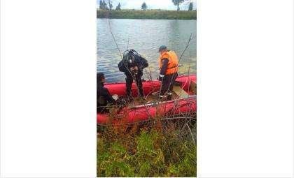 Спасатели вытащили тело на берег