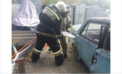 Извлечь жертв ДТП: пожарные и спасатели в Бердске провели совместные учения