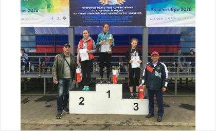 «Золото» и «серебро» областных соревнований завоевали бердские легкоатлеты