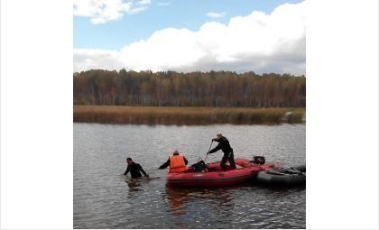 Спасатели достали утонувшего пожилого мужчину