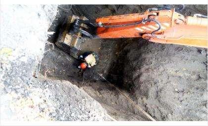 Забита ветошью на 6-метровой глубине канализационная труба на ул. Герцена в Бердске