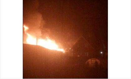 Когда на место прибыли пожарные, дом уже был полностью охвачен огнём