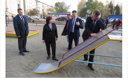 Делегация чиновников проверила дворы Бердска