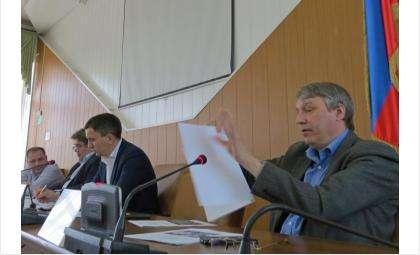 Геннадий Демидов (на фото справа)